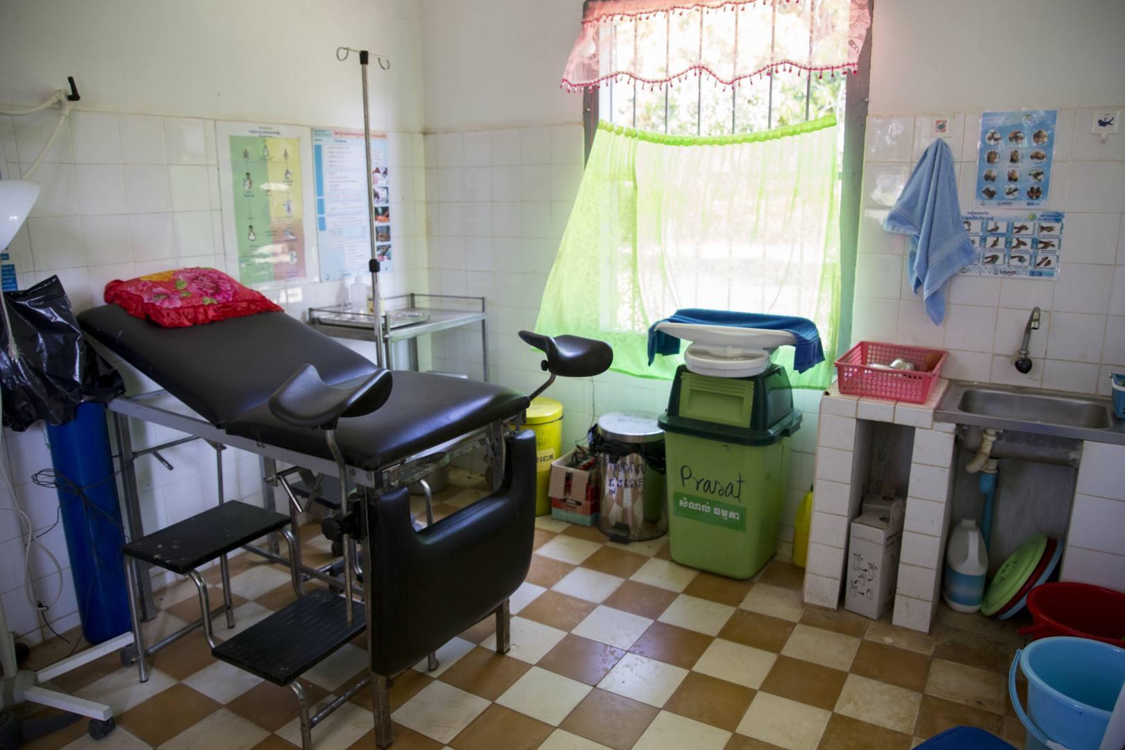 ©Lahiomutsi Kambodza Cambodia Santuk World Vision Synnytys klinikka Raskaus childbirth Delivery Labour-1071