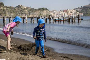 ©Lahiomutsi Italia Italy Procida UV vaatteet Polarn O Pyret Auringolta suojautuminen Lapset -7322