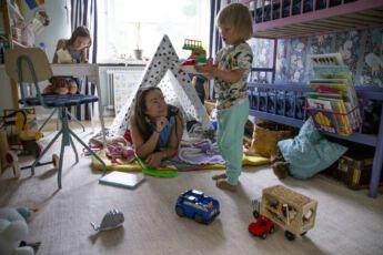 ©Lahiomutsi Arkikuva 29 Helle Nukuminen majassa Lastenhuone-2961