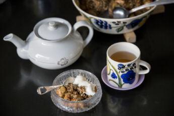 ©Lahiomutsi Omena-kaurapaistos Omenapaistos Omenahyve Omena Leivonta ruoka Arabia Paratiisi-4614