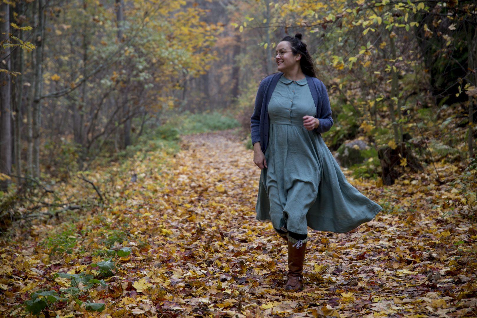 ©Lahiomutsi Pellavamekko Syksy Son De Flor mekko Dress-8429