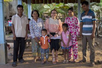 Kummilapsitapaaminen Kambodza